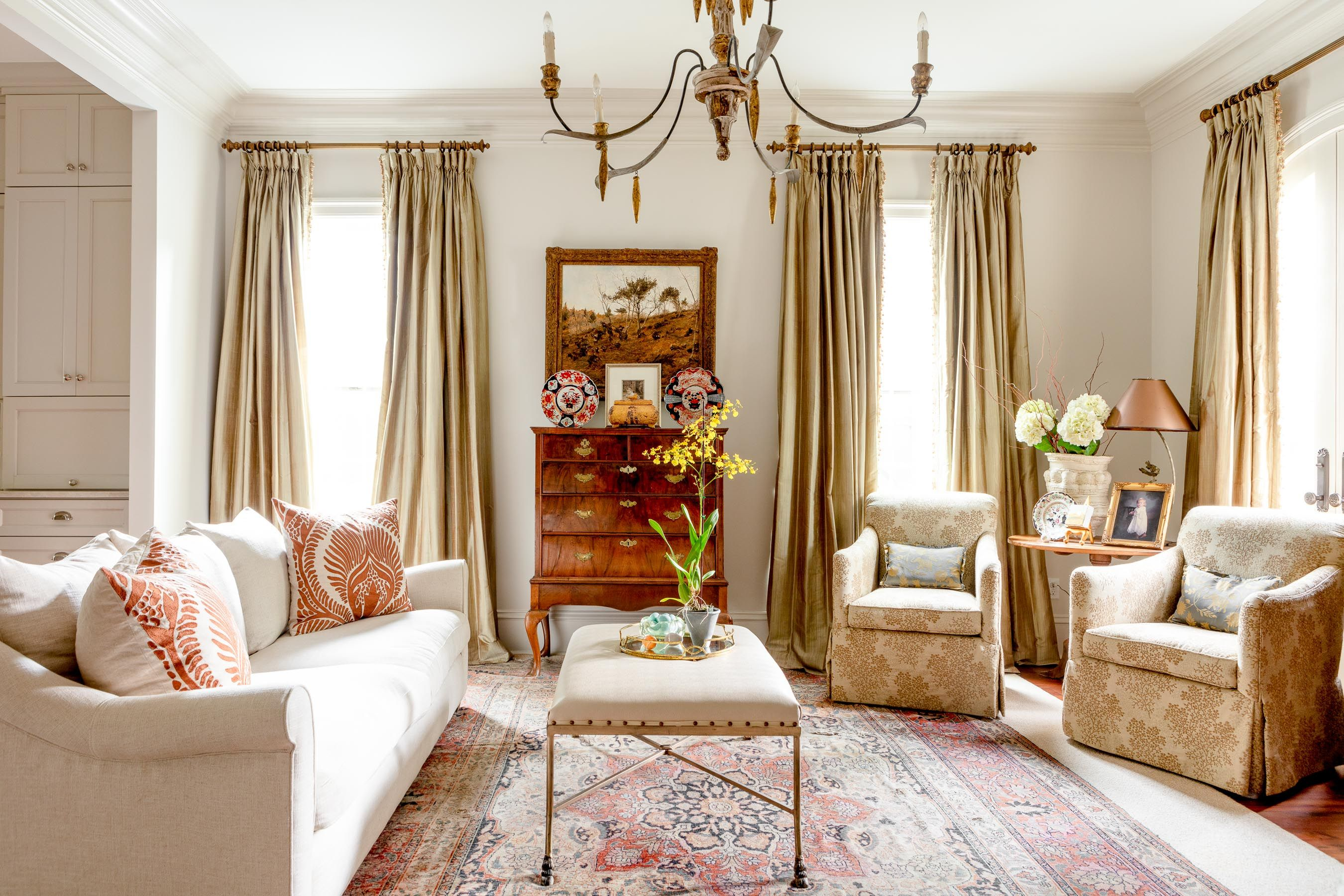 Cozy Living Room With Classic Antiques Cozy Living Rooms Home Home Decor Old home living room ideas