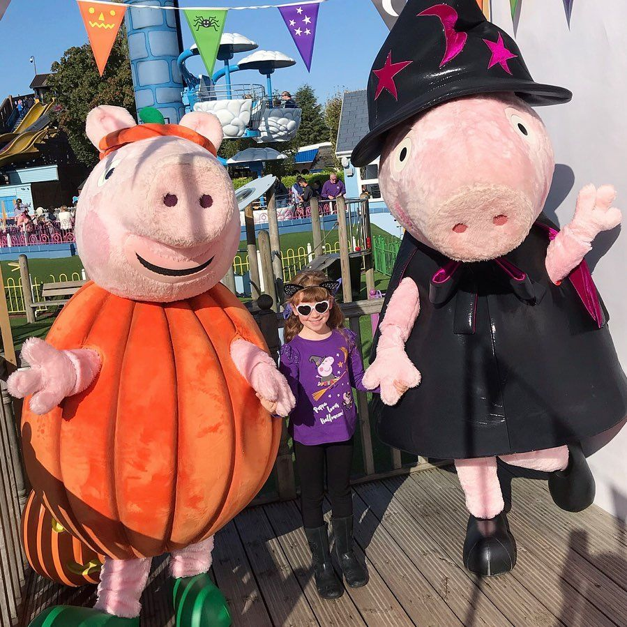 I met Peppa and George at Peppa Pig World! Wooohoo! Do you like their spooky outfits?!  Wed totally recommend... #spookyoutfits