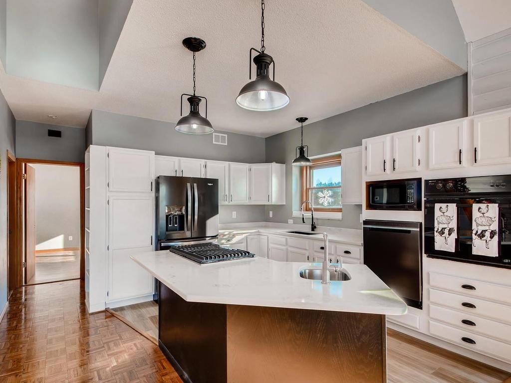 435 Brick Circle Hudson Wi 54016 Mls 5259773 Edina Realty Modern Kitchen Design Built In Desk White Cabinetry