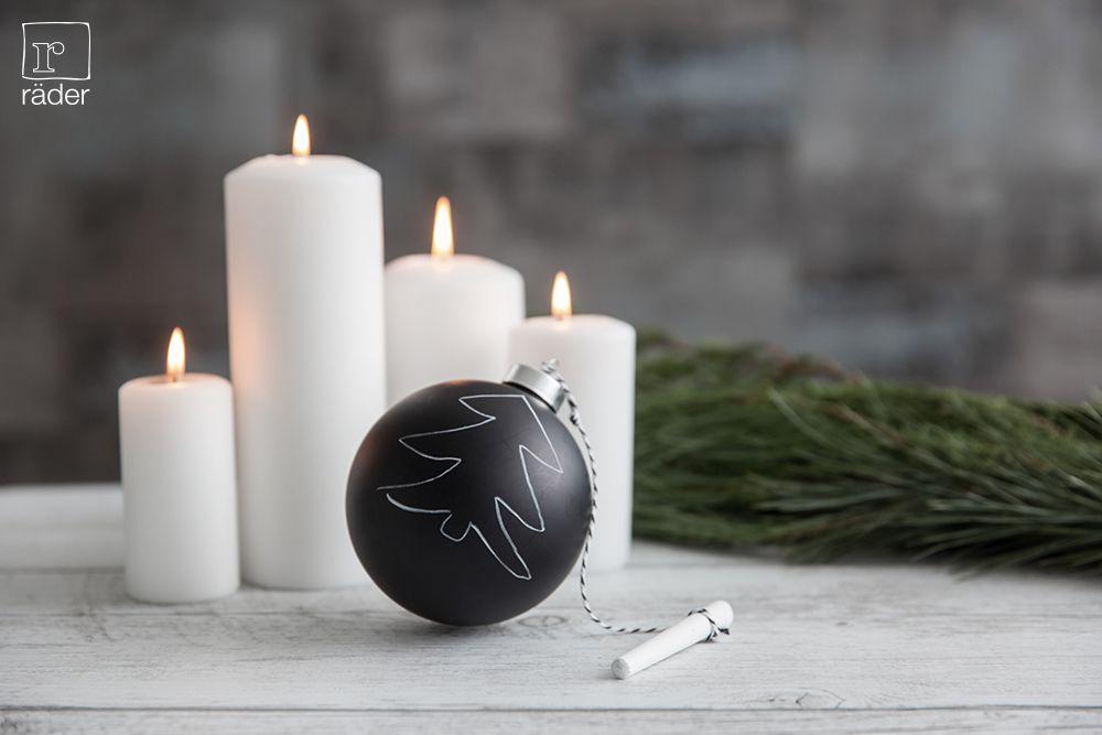 warum die weihnachtskugeln nicht mal selber bemalen schwarze kugel mit kreide von r der x. Black Bedroom Furniture Sets. Home Design Ideas