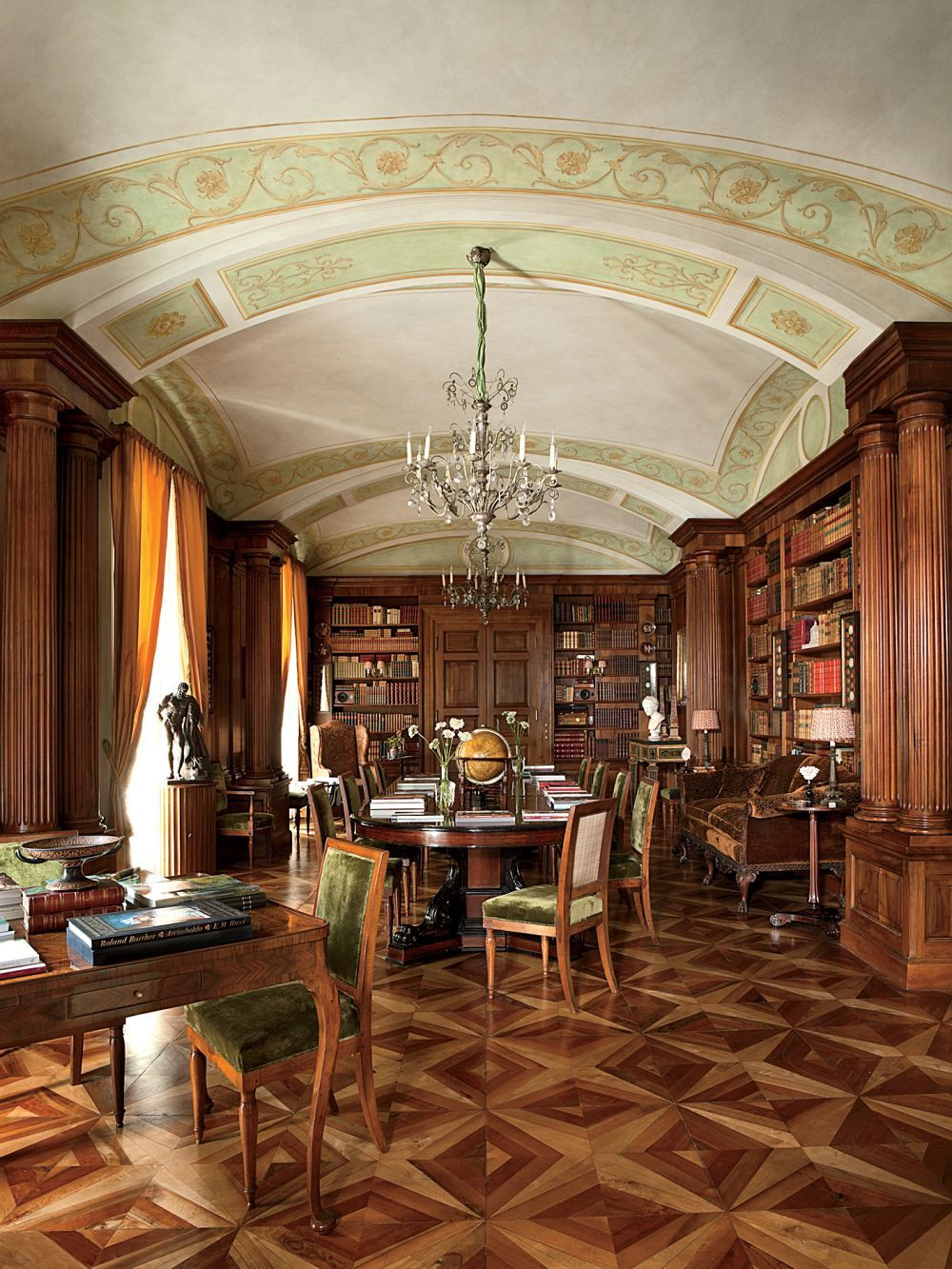 Traditional office library by studio peregalli in naples - Office tourisme italien a paris ...
