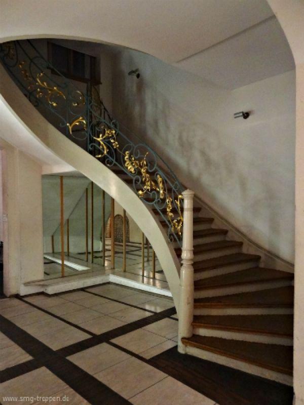 Die treppe fand ich in den rosenhöfe in berlin mitte. die ...