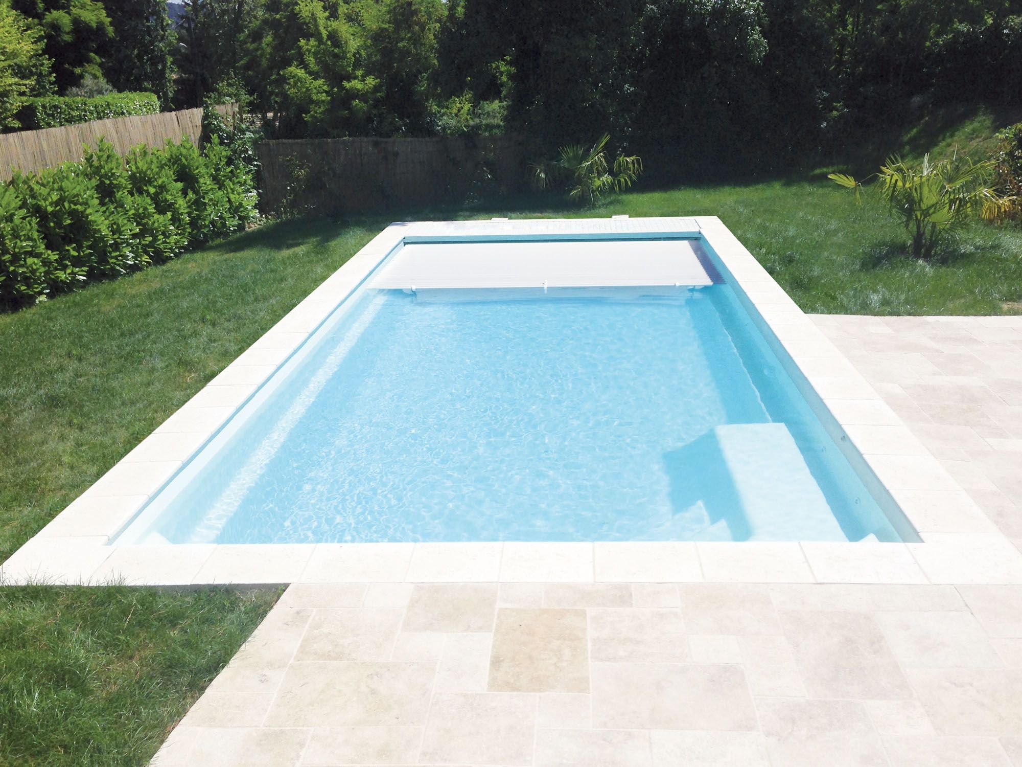 Piscine coque polyester partition 104 fabrication for Piscine coque polyester avec volet immerge