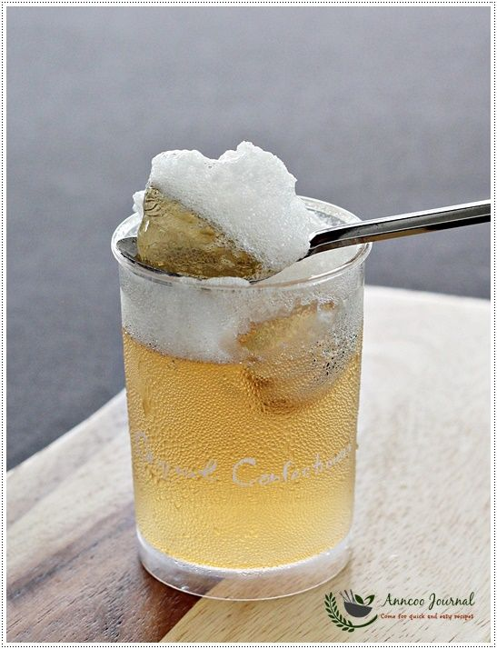 apple juice jelly that looks like beer a fun dessert for a party - Apple Jelly Recipes