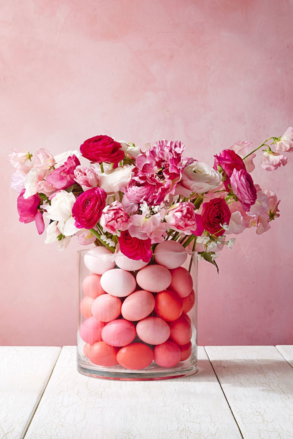 20 Easter Flower Arrangements For a Stunning Holiday Table