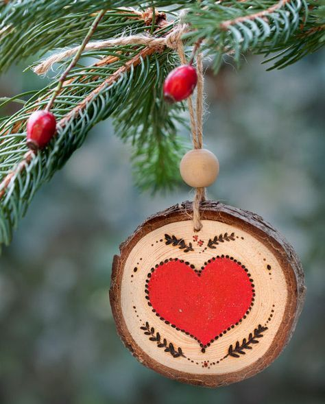 Decoration for christmas tree or christmas garland made with pyrograph and acrylic paint - Decorazioni pirografo ...
