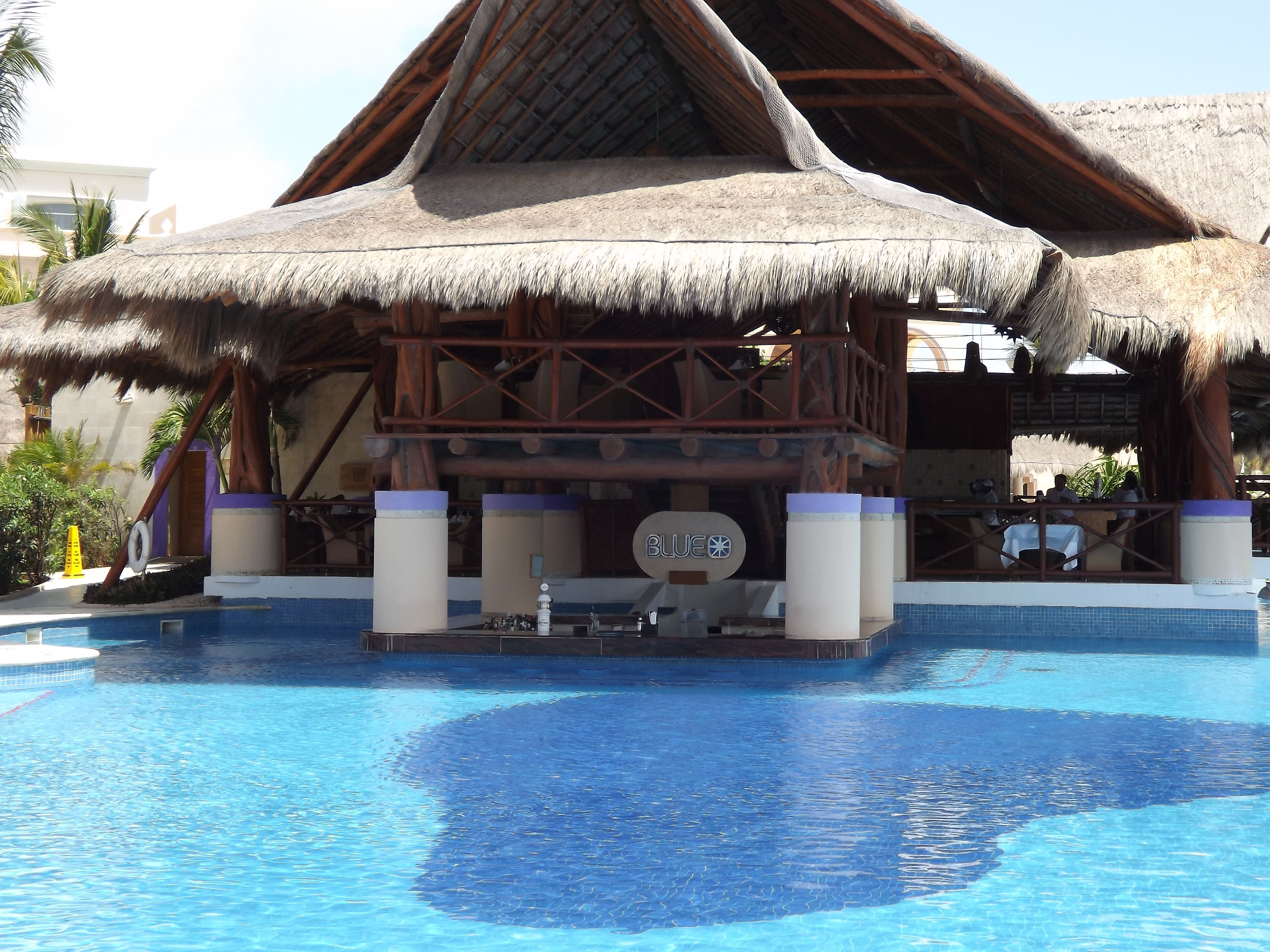 excellence riviera cancun pool bar this looks like the onewe were atin cozumel cruses trips. Black Bedroom Furniture Sets. Home Design Ideas