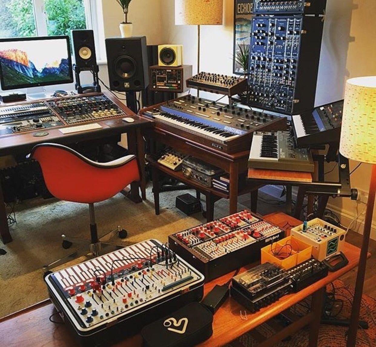 gaming desks. Black Bedroom Furniture Sets. Home Design Ideas