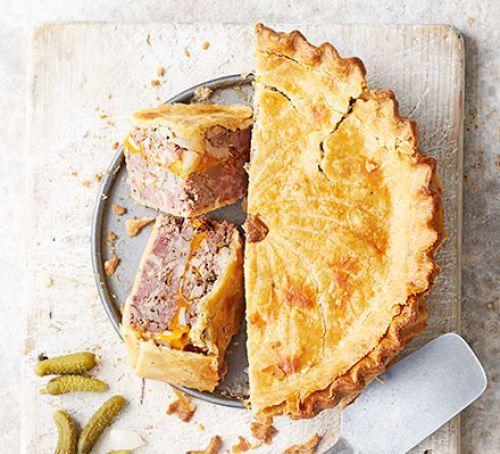 Ploughman's pork & cheese picnic pie | Recipe (With images ...
