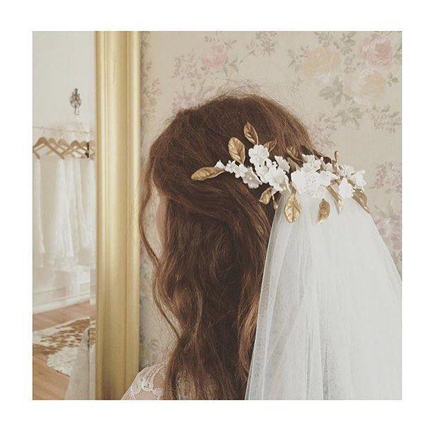 Bom dia #noivasportugal #madrinhasdecasamento #convidadascomglamour #convidadasespecias #noiva #noivas #casamento #casamentodoano #casamentos2016 #wedding #weddinghair #weddinginspiration #brides #bridetobe #bridalhair #penteadosdenoiva by chapeauxik