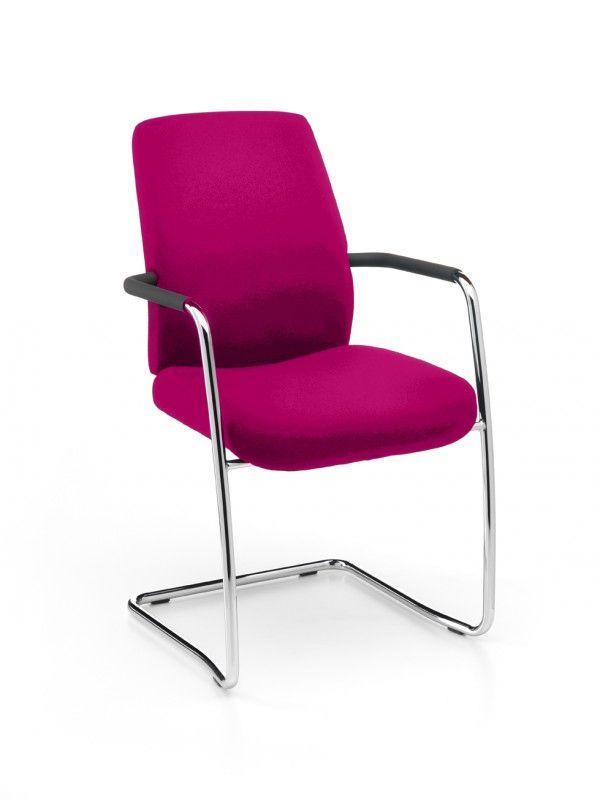 REact - bezoekersstoel gestoffeerd met open armleuningen en verchroomd slede onderstel