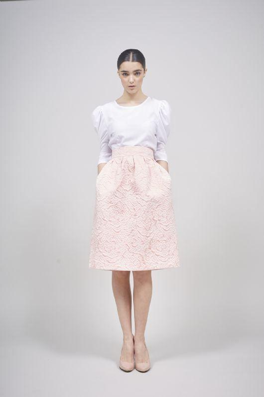 c063723e536 Falda midi brocada rosa pastel de Coosy.