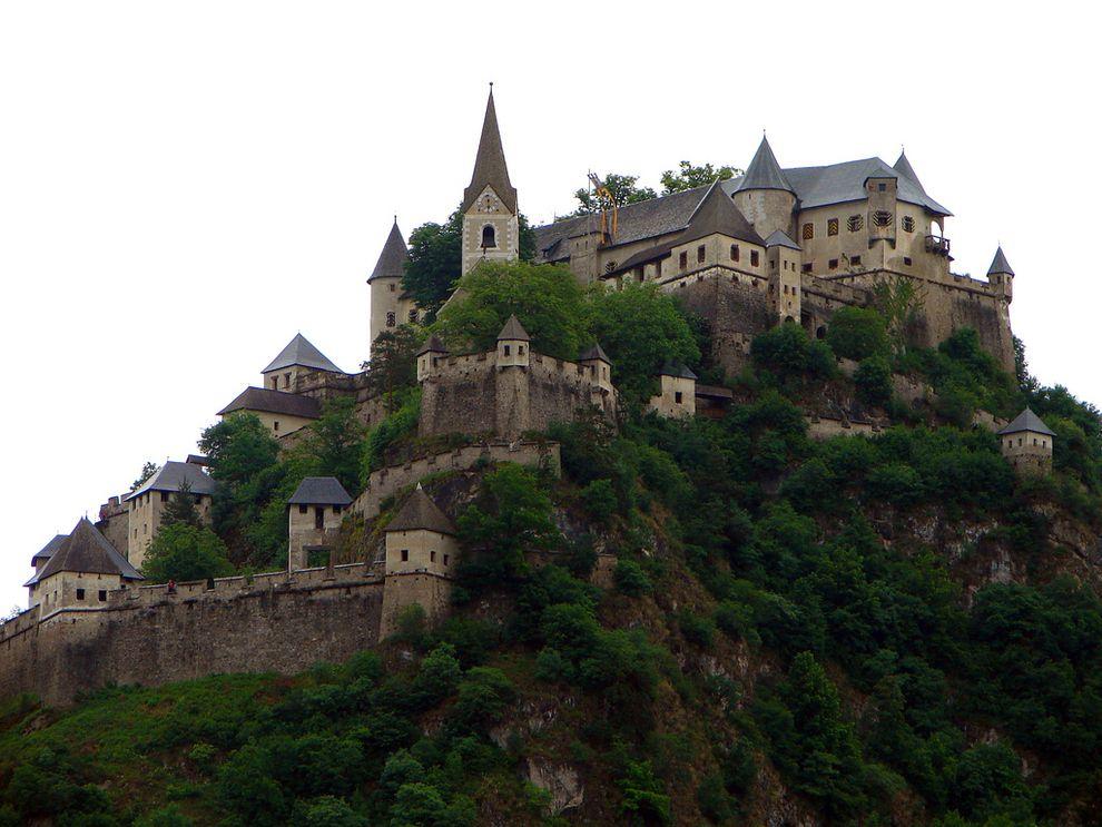 Burg Hochosterwitz Austria One Of Austrias Most Impressive Medieval Castles Hochosterwitz Sits 520 Feet