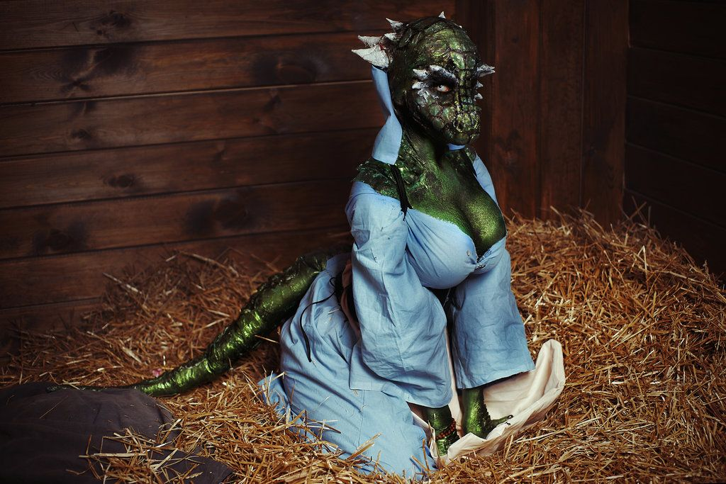 maid Lusty cosplay argonian