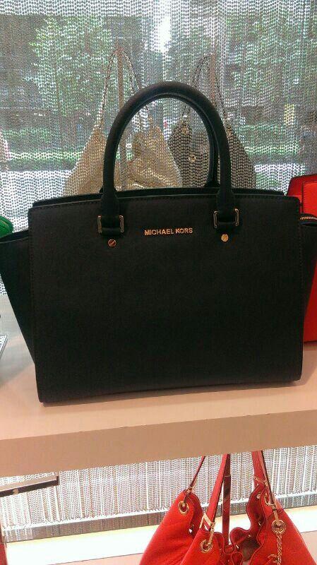 Love this mk bag #michaelkors #bags