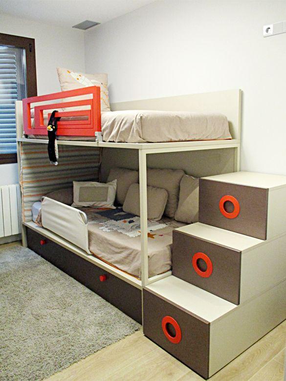 Litera con tres camas.El hecho de poner los colchones sobre tabla en ...