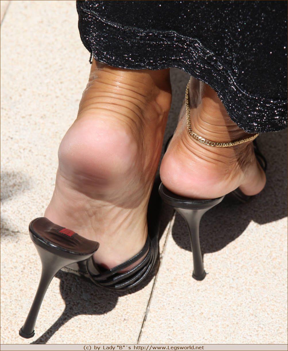 Зрелые женские ножки фото