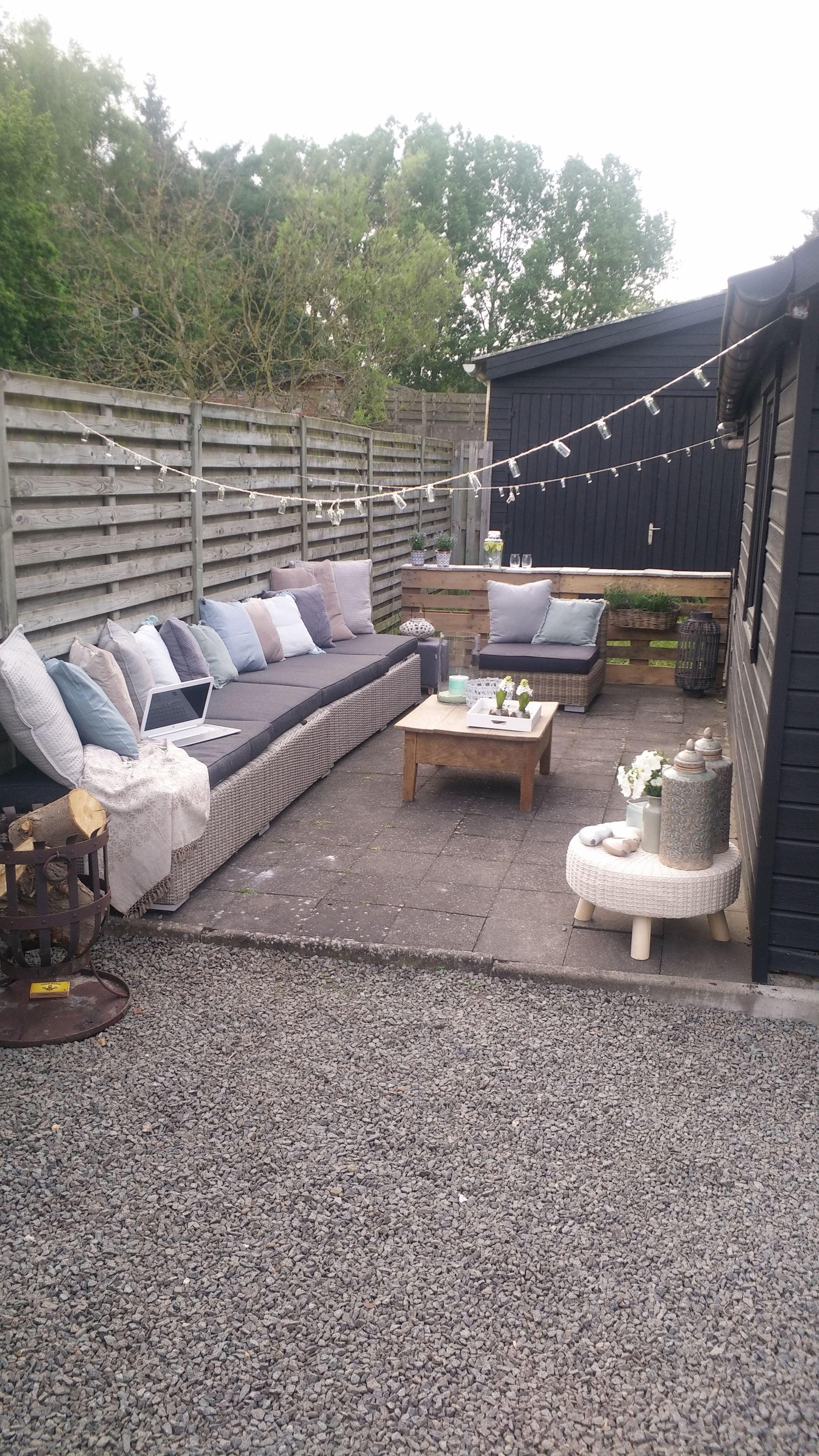 Lounge in kleine tuin. Gezelligheid by Charrieur