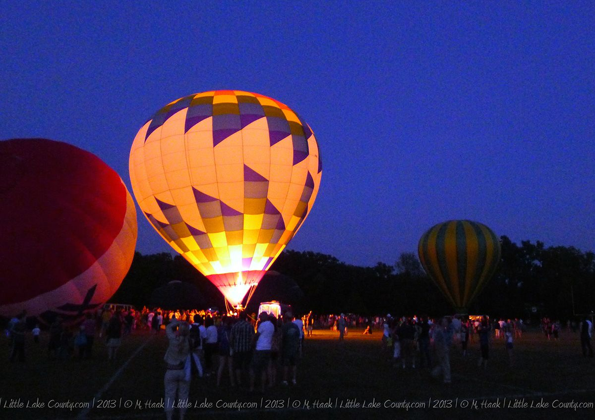 Grayslake hot air balloon festival lights up the night