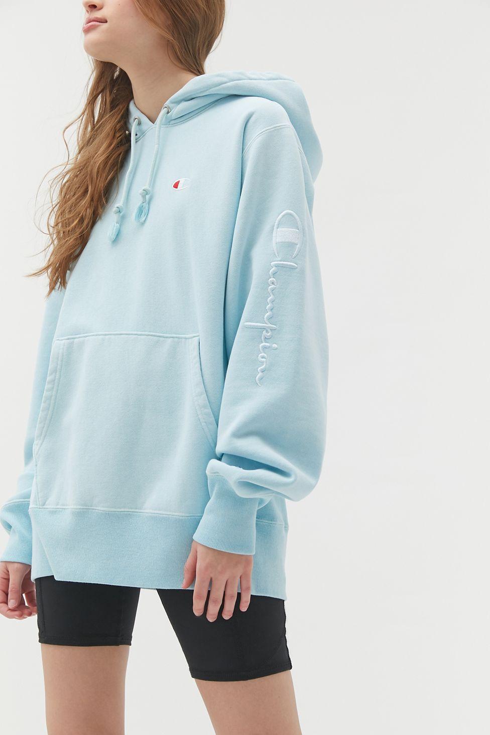 Champion Uo Exclusive Boyfriend Script Sleeve Hoodie Sweatshirt In 2020 Sweatshirts Hoodie Tennis Skirt Outfit Oversized Hoodie Sweatshirts [ 1463 x 976 Pixel ]