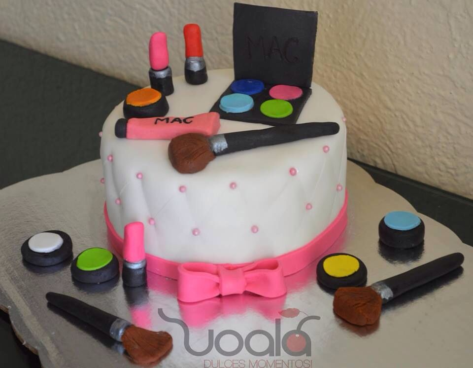 Make up girl cake