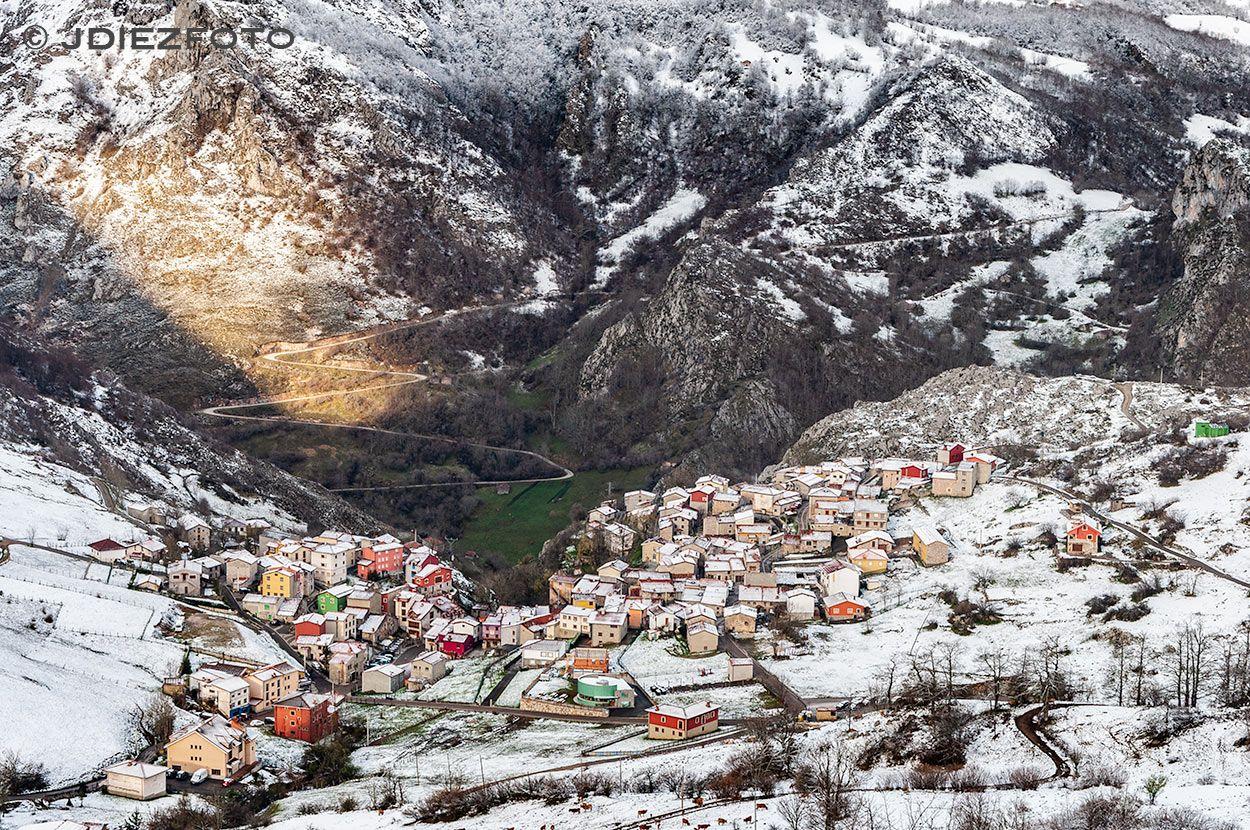 Amanecer Nevado En Sotres Asturias Picosdeeuropa Paisaje Nieve Nevar Amanecer Paisajes