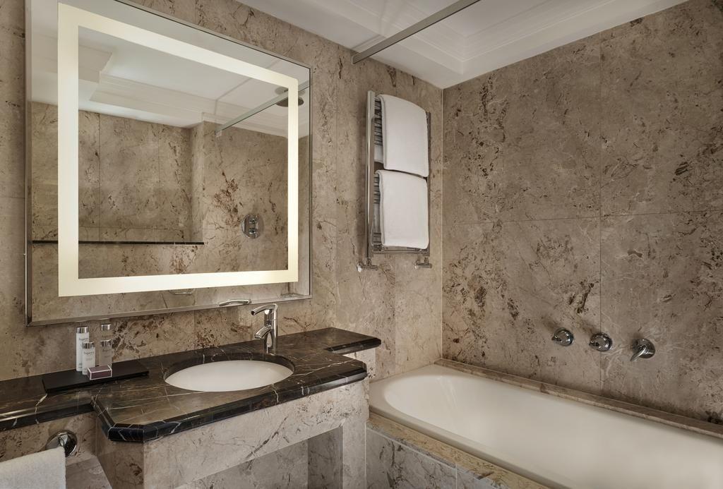 Diseño de JR Marble, UK   Cuartos de baño, Disenos de unas ...