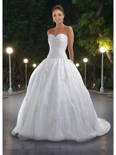 Ball gown for wedding with sweetheart neckline | Modern Wedding ...