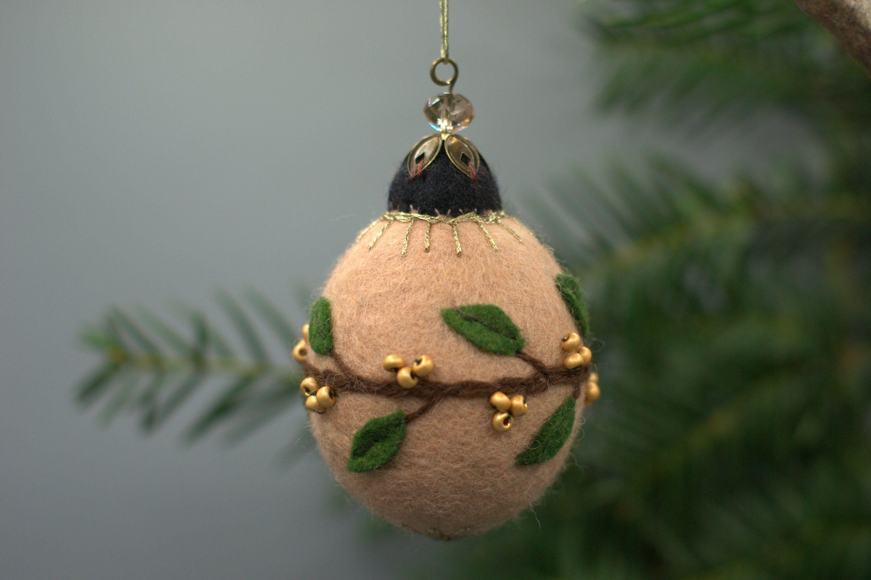 Boule de sapin de Noël en laine feutrée brodée, petit modèle ovale