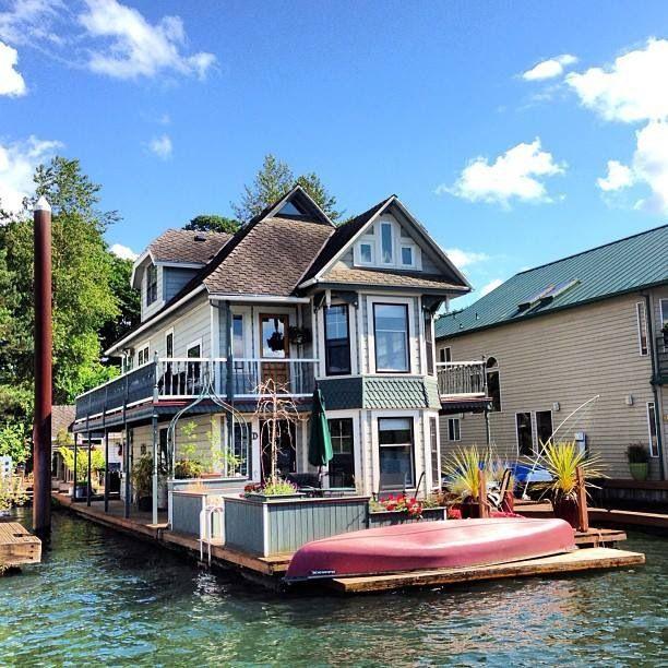 Willamette River Portland Floating House House Boat