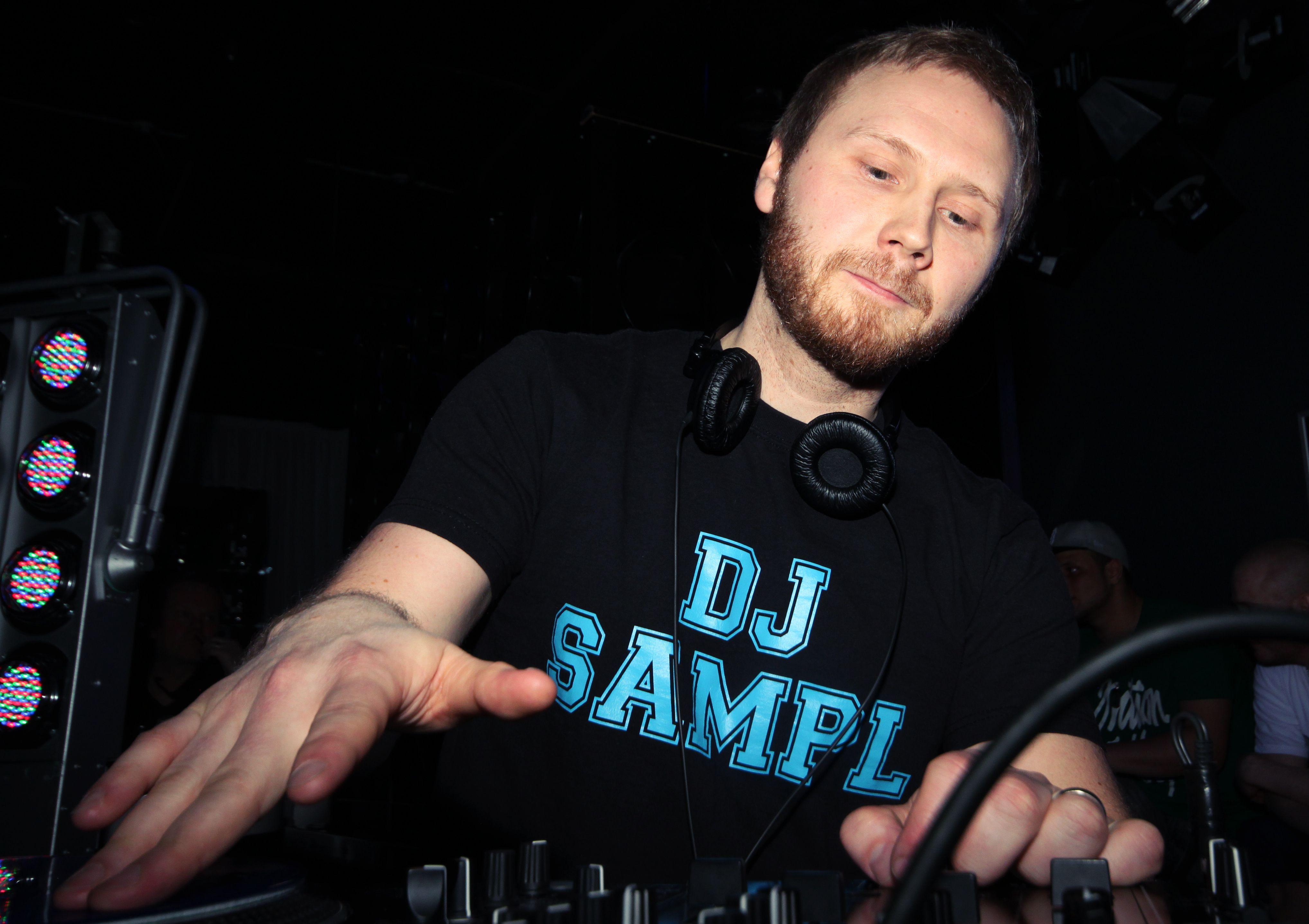Radio NRJ:n tänä vuonna järjestämän DJ SM -kilpailun voittajaksi on hetki sitten selviytynyt tamperelainen DJ Sampl. Mestaruudesta taisteli Helsingin Onnelassa yhdeksän finalistia, jotka valittiin ympäri Suomea kiertäneistä osakilpailuista.