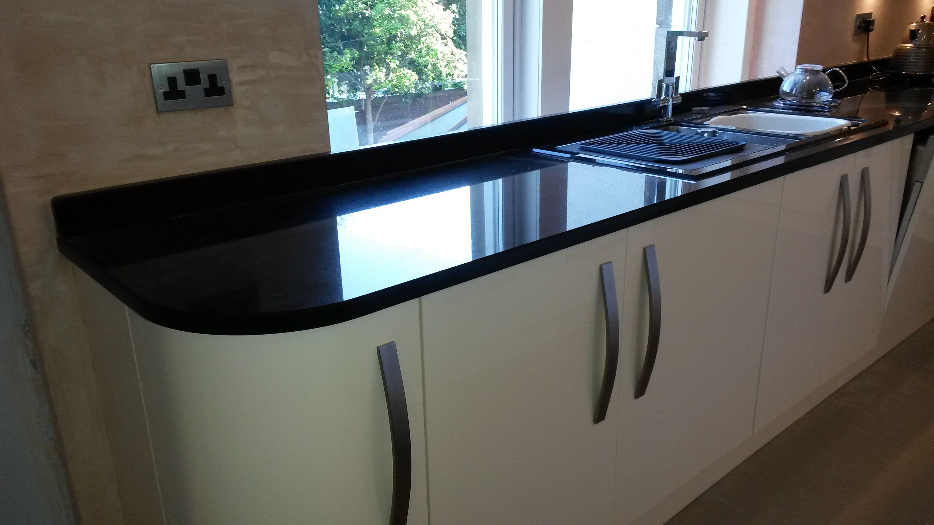 A kitchen specialist glasgow kitchen with black granite worktops ...