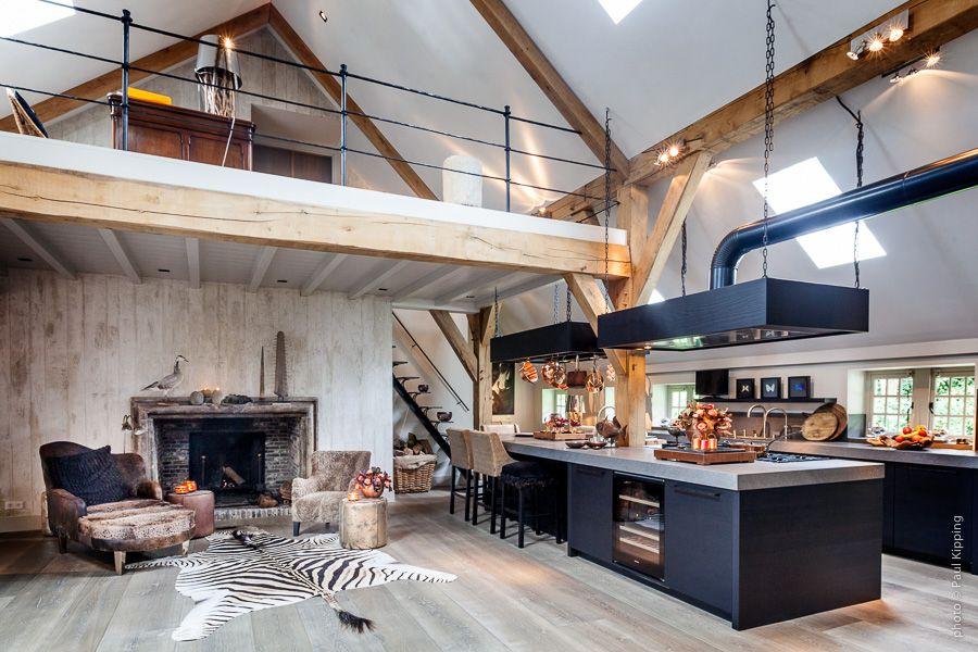 Keuken met hoog plafond en kookeiland creative minds