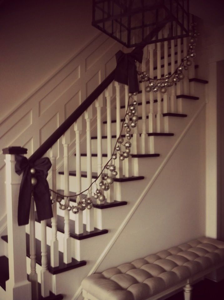 Christmas Staircase Decorations   staircase decor