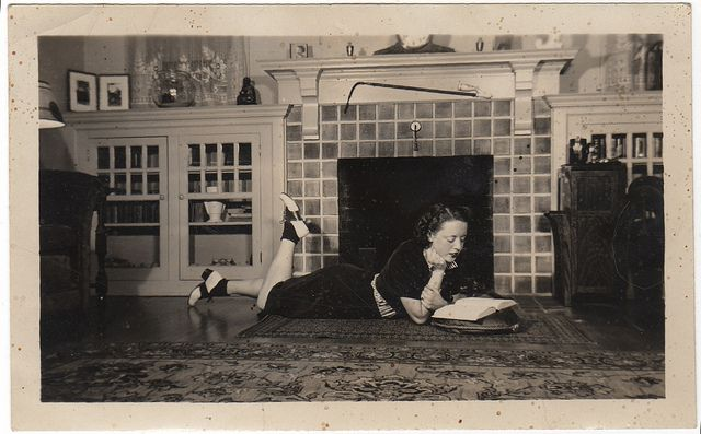 vintage picture of girl reading