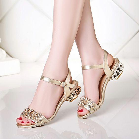 Sandalet Modelleri Gold Kalın Kemerli Kelebek Taşlı Tokalı