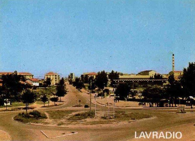 Aqui está uma foto apesar de muito antiga da rotunda do Lavradio onde agora está o mamarracho