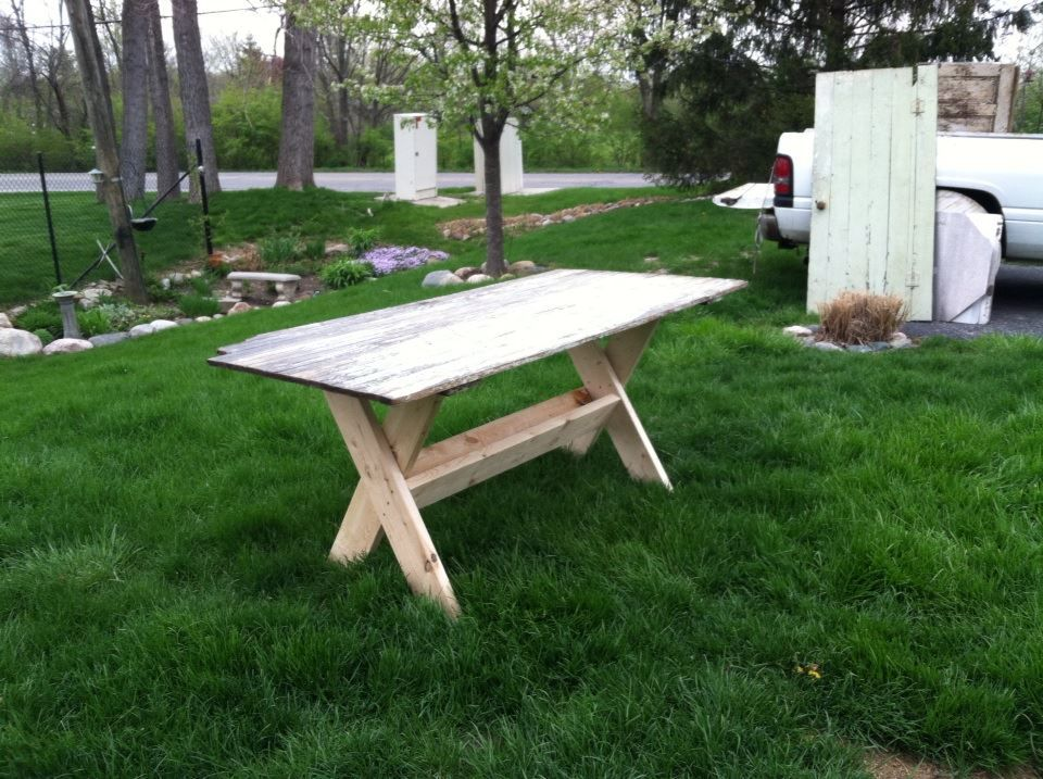 Surprising Picnic Table Made From An Old Door Found In An Alley Unemploymentrelief Wooden Chair Designs For Living Room Unemploymentrelieforg
