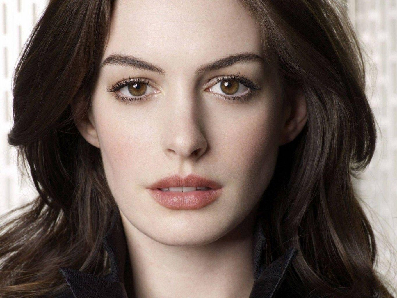 The Most Gorgeous Women with Doe Eyes | Anne hathaway, Beauty, Actresses