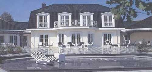 Ehrwürdige Villa in weiß mit Pool und großem Außenbereich