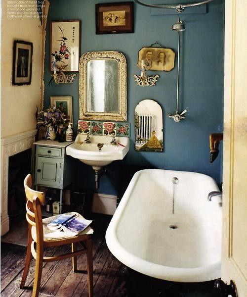 Bohemian Bathroom I Love The Wall Color And The Overall Decor Bathroom Decor Decoracion De Cuartos De Bano Pequenos Banos De Epoca Decoracion De Unas