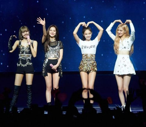 Fans Amused That Yg Entertainment Is Following Similar Decisions Found In A Satirical Fanfiction About Them Girls In Mini Skirts Blackpink Kpop Girls
