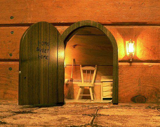 Little mouse door in the wall... SO cute & Little mouse door in the wall... SO cute | Basement | Pinterest ...