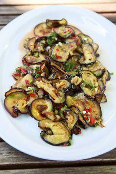 Scharfer Thai-Auberginen-Salat mit Koriander #thaifoodrecipes