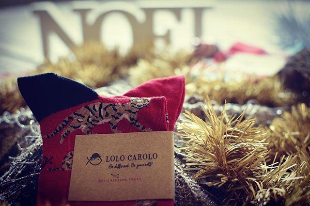 Feliz Navidad!! A todos los que os habéis encontrado bajo el árbol de Navidad nuestros #LoloCaroloSocks  Disfrutadlos!! #1par2calcetinesUnicos