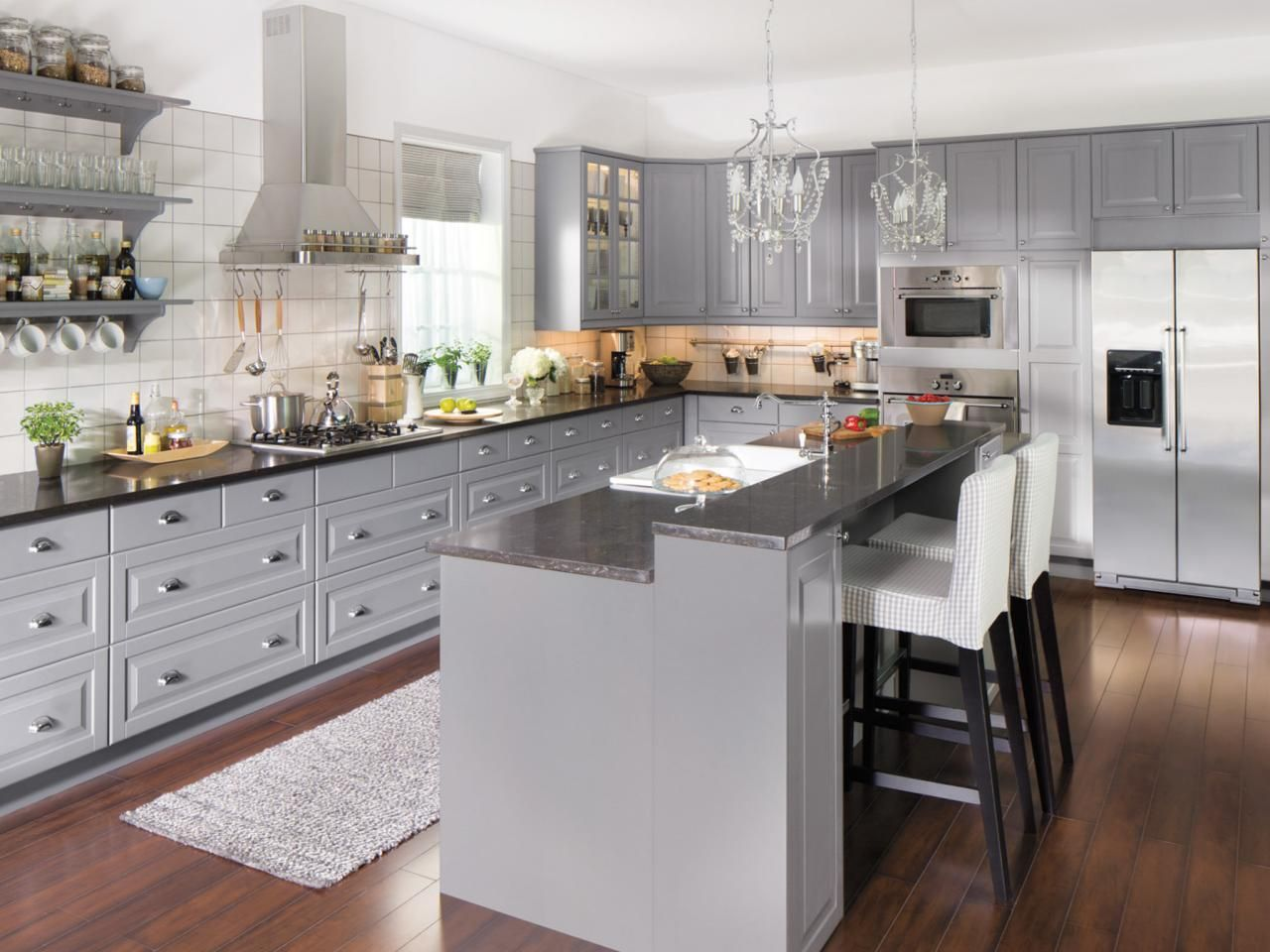 Best This Traditional Kitchen Has Gray Cabinets With An Eat In 400 x 300