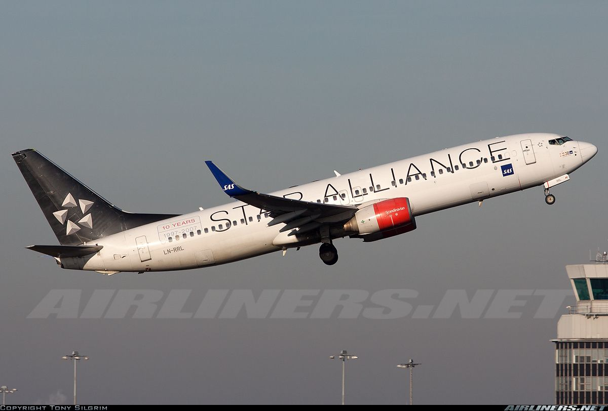 Scandinavian Airlines Sas Ln Rrl Boeing 737 883 Aircraft Picture Boeing 737 Boeing Aircraft