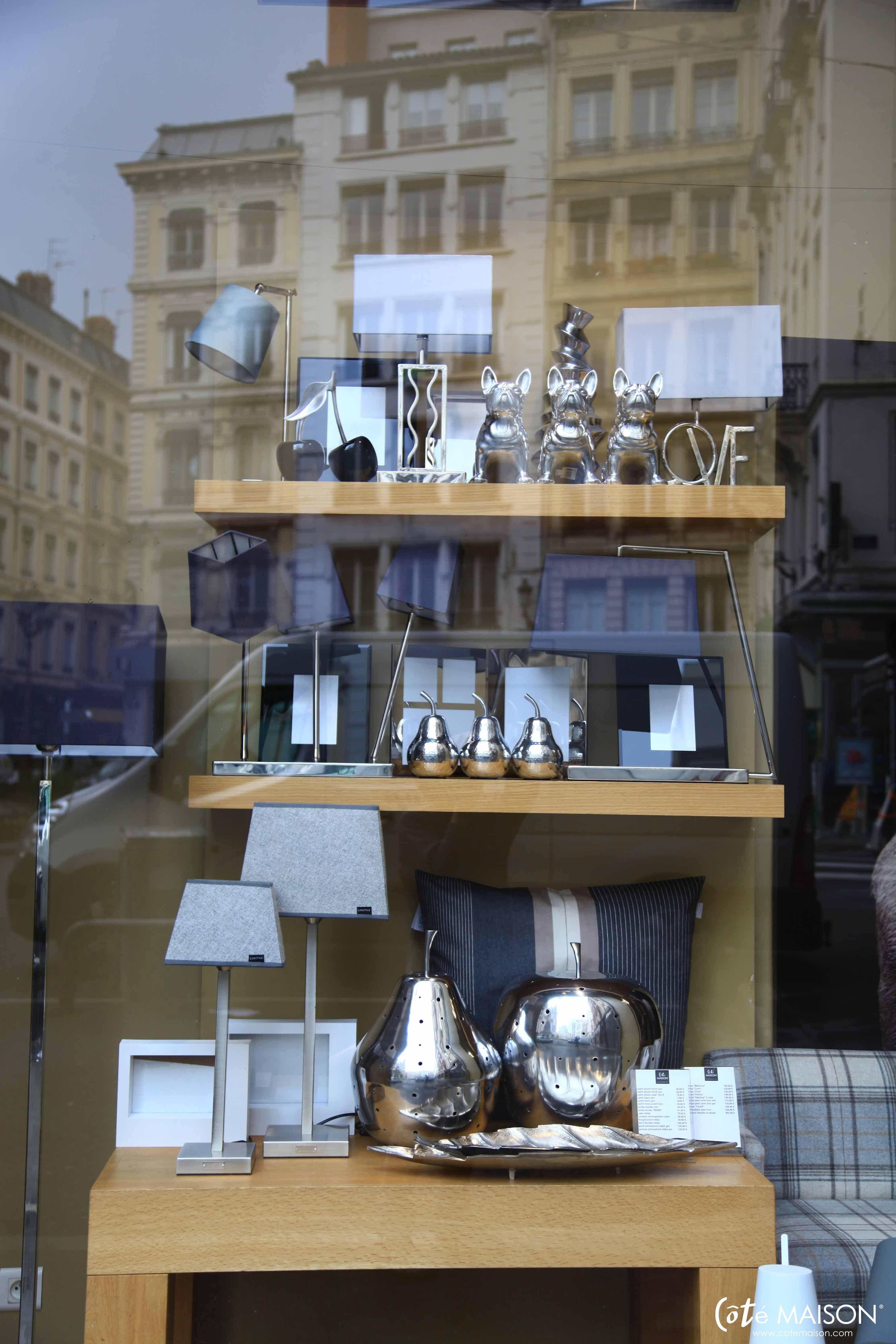 vitrines de mai c t maison lyon 2 me les magasins et. Black Bedroom Furniture Sets. Home Design Ideas