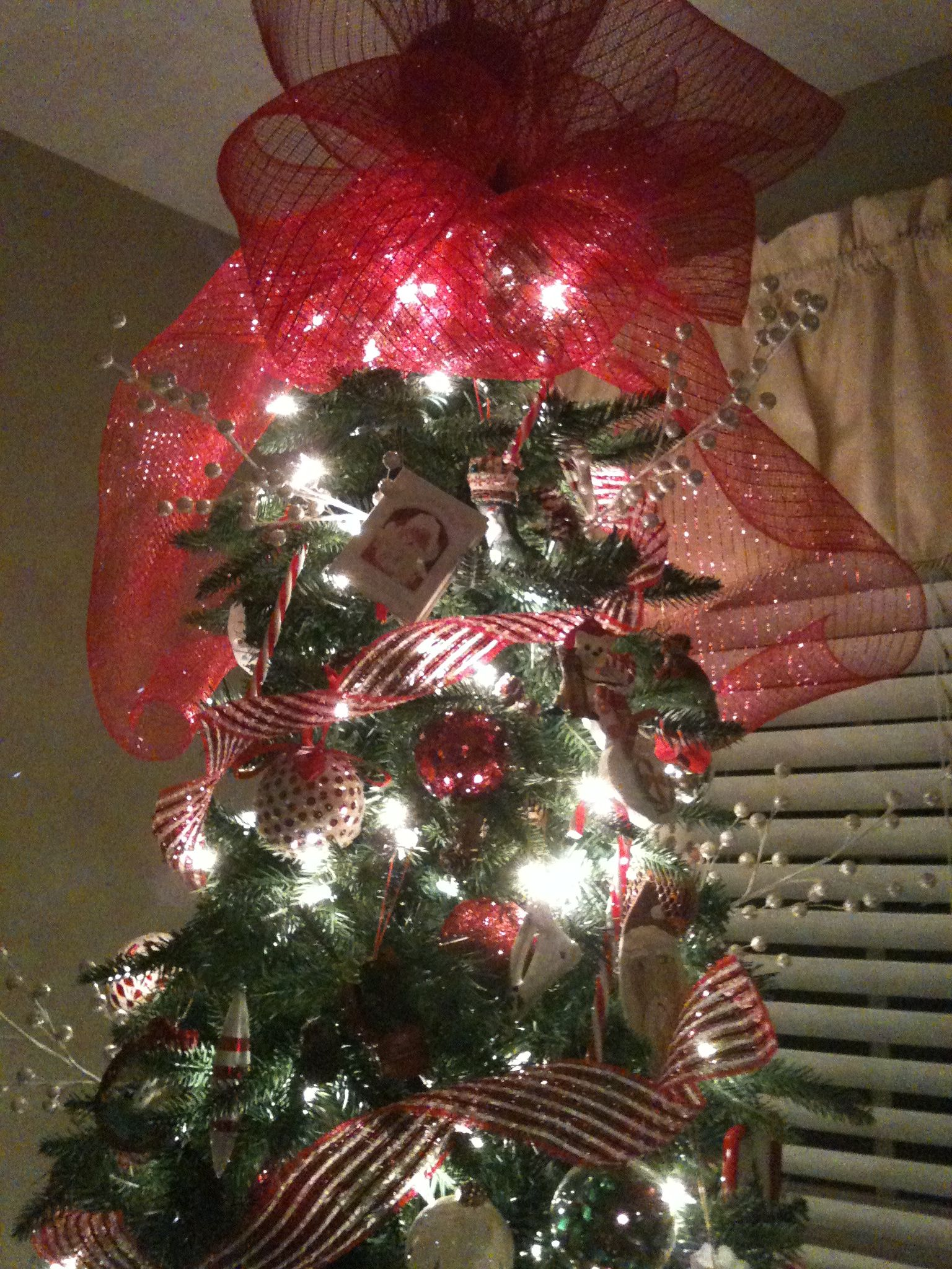 Deco mesh tree topper. 1. Make a bow 4 times that have big