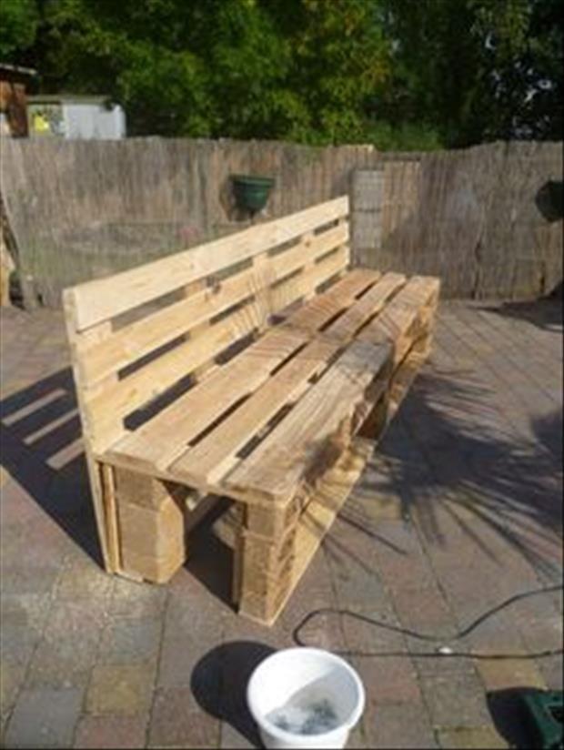 De jolis bancs en bois, faits maison pour le jardin ! Pallets